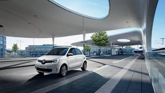 Der Renault Twingo kommt nun auch mit reinem E-Antrieb. Der E-Twingo ist allerdings keine direkte Kopie des Smart EQ ForFour: Der kleine Franzose hat mehr Batteriekapazität als der Smart und wiegt weniger.
