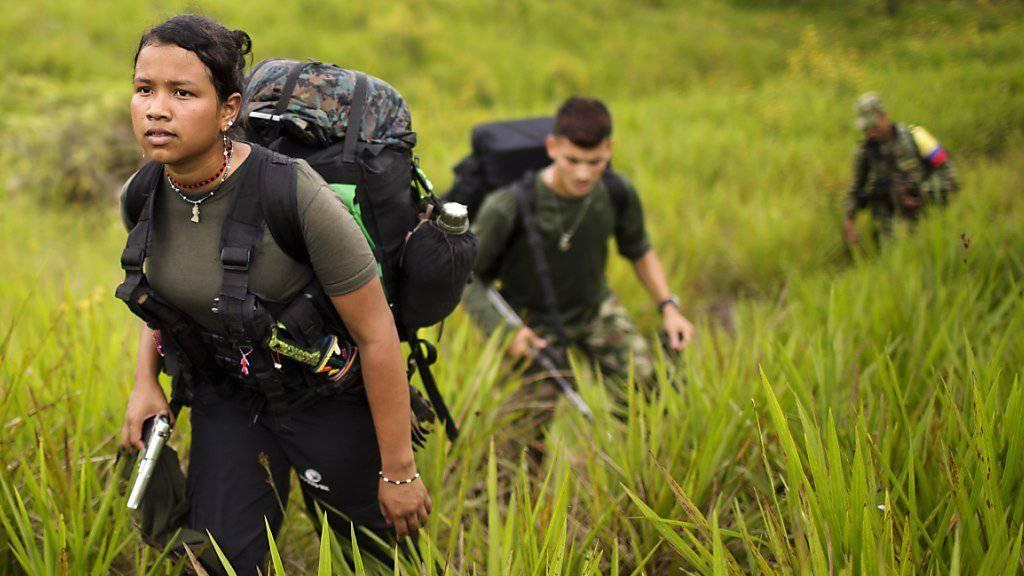 FARC-Kämpferin und Kameraden im kolumbianischen Departamento Antioquia nordwestlich der Hauptstadt Bogotá (Aufnahme vom Januar dieses Jahres)
