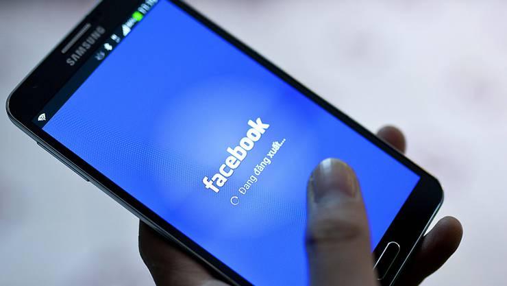 Für Facebook ist der Datenskandal finanziell noch nicht ausgestanden: Das Unternehmen rechnet mit einer Strafe von bis zu fünf Milliarden Dollar. (Archivbild)
