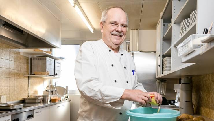 Bald serviert Spitzenkoch Siegfried Rossal das letzte Mittagsbuffet im Sportcenter.