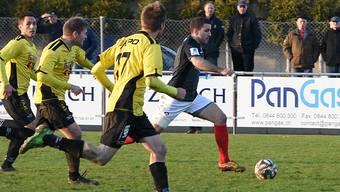 Loïc Chatton enteilt den gegnerischen Verteidigern und markiert wenig später den 1:1-Ausgleich.