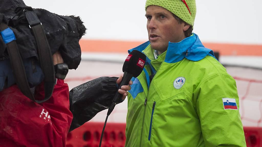 Mauro Pini, damals als Trainer der Slowenin Tina Maze, gibt dem RSI anlässlich der Olympischen Spiele in Sotschi Auskunft