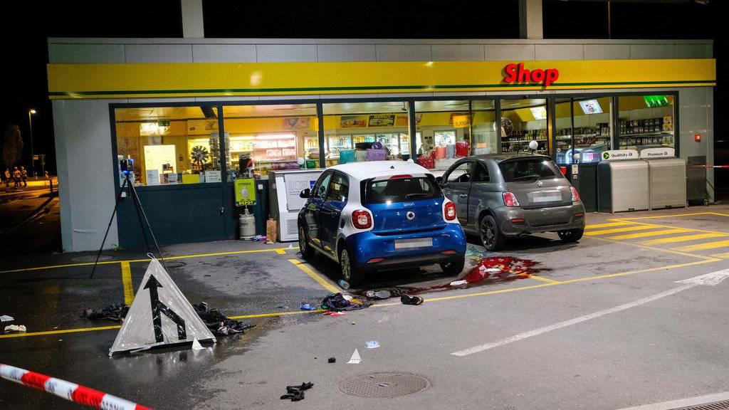 Vor einem Tankstellenshop in Flums attackierte der damals 17-jährige Lette am 22. Oktober 2017 mehrere Personen.