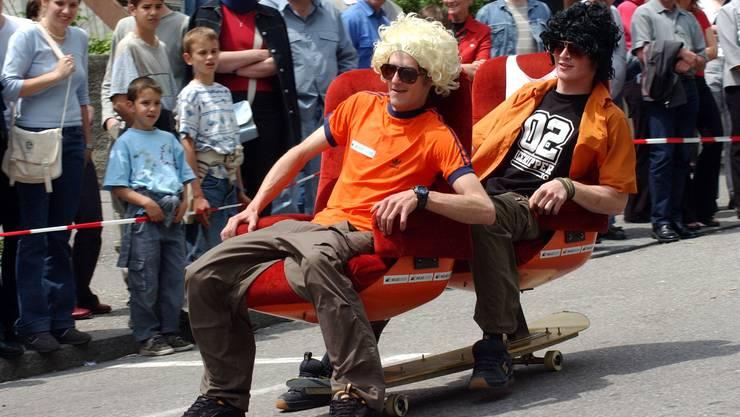 Impressionen vom sehr erfolgreichen 1. Oltner Bürostuhlrennen / Bürostuhlcross im Rahmen von Oltissimo auf der Oltner Mühlegasse im Juni 2002 - organisiert von Lee Aspinall: