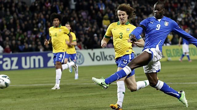 Mario Balotelli (rechts) traf spektakulär zum 2:2-Schlussresultat