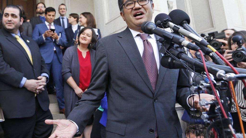 Bürgerrechtsanwalt Omar Jadwat geht gegen die Argumente der US-Regierung vor, die sie bei einer Anhörung zum US-Einreiseverbot von Muslimen in Richmond vorgetragen haben.