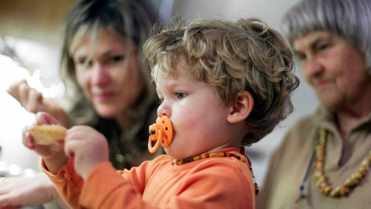 Grosseltern leisten einen grossen Beitrag zur Kinderbetreuung. (Symbolbild)