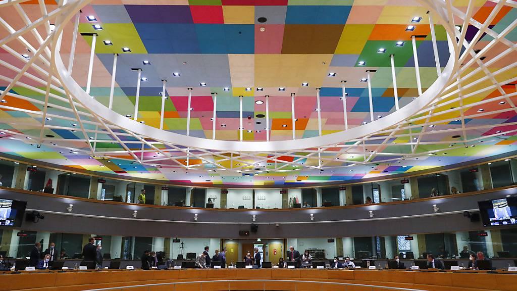 Die Außenminister und Vertreter der Europäischen Union nehmen per Videokonferenz an einer außerordentlichen Sitzung des Rates für Auswärtige Angelegenheiten im Gebäude des Europäischen Rates teil. Foto: Johanna Geron/Pool Reuters/AP/dpa