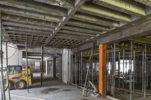 Beim gross angelegten Umbau kommen auch sogenannte Kassetten- und Rippendecken von früher zum Vorschein. Ein Lehrstück der Statik.