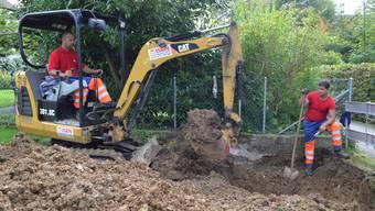 Die Aushubarbeiten fürs neue Gemeindehaus haben begonnen.