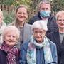 Die Jubilarin (blaue Jacke) mit Familie und Daniel Lederer.