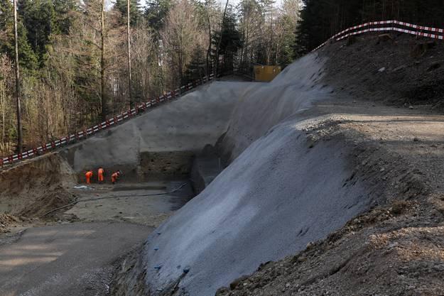Die Baugrube ist bis zu 16 Meter tief und wegen der Hanglage sogar zweigeschossig.