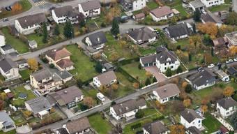Damit Eigentümer bis ins hohe Alter selbständig in den eigenen vier Wänden wohnen bleiben können, ist es wichtig, dass sie sich frühzeitig mit der Finanzierung ihres Wohneigentums auseinandersetzen. (Symbolbild)