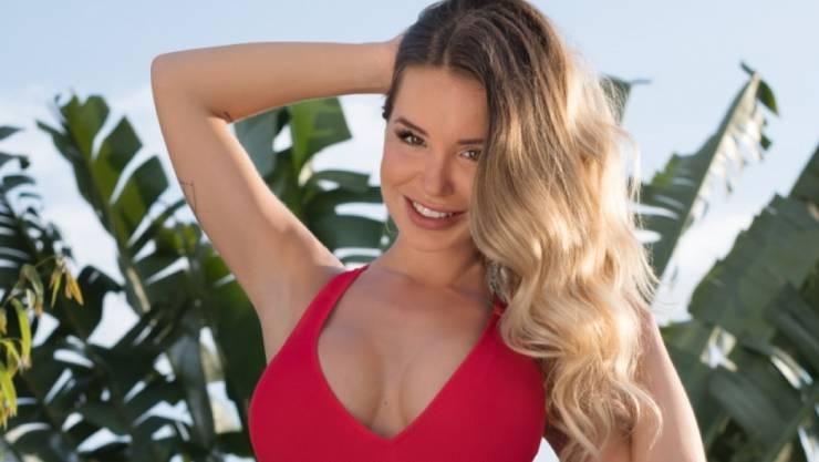 Gesellschaftsfähig: Auch die Bachelorette Adela Smajic aus Basel steht zu ihren künstlichen Brüsten.