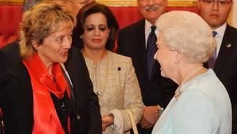 Queen Elizabeth II. (rechts) empfängt Eveline Widmer-Schlumpf (links)