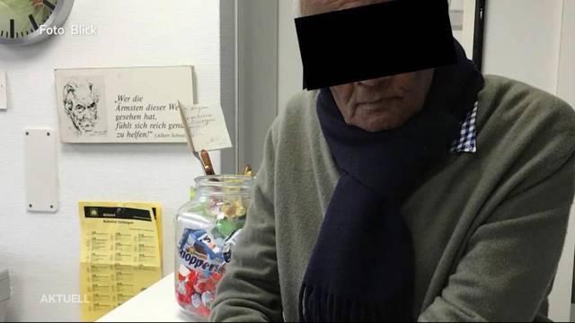 Ein 83-jähriger Mediziner aus dem Zurzibiet praktiziert mit dem Segen der SVP-Regierungsrätin weiter, obwohl er keine Bewilligung mehr hat. (23.06.2018)