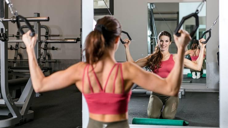 Schwitzen für den stählernen Körper: Janine Baumann trainiert täglich zwei Stunden in ihrem Gym in Höngg.