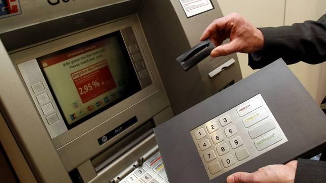 Mit Manipulationen an Geldautomaten hatte die Bande Millionen ertrogen (Symbolbild)