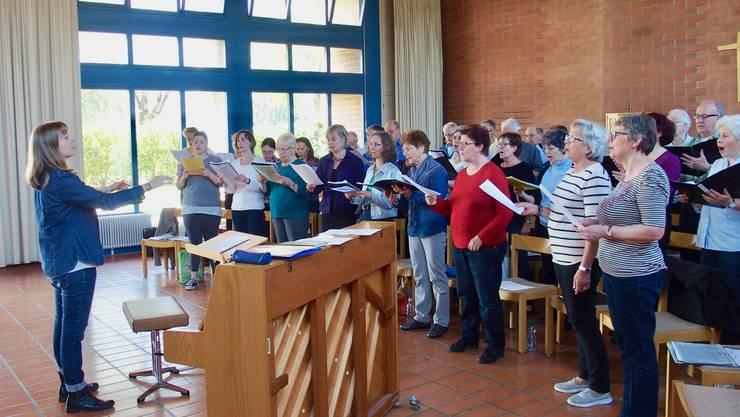 Der Gemischte Chor Riniken probt im Zentrum Lee
