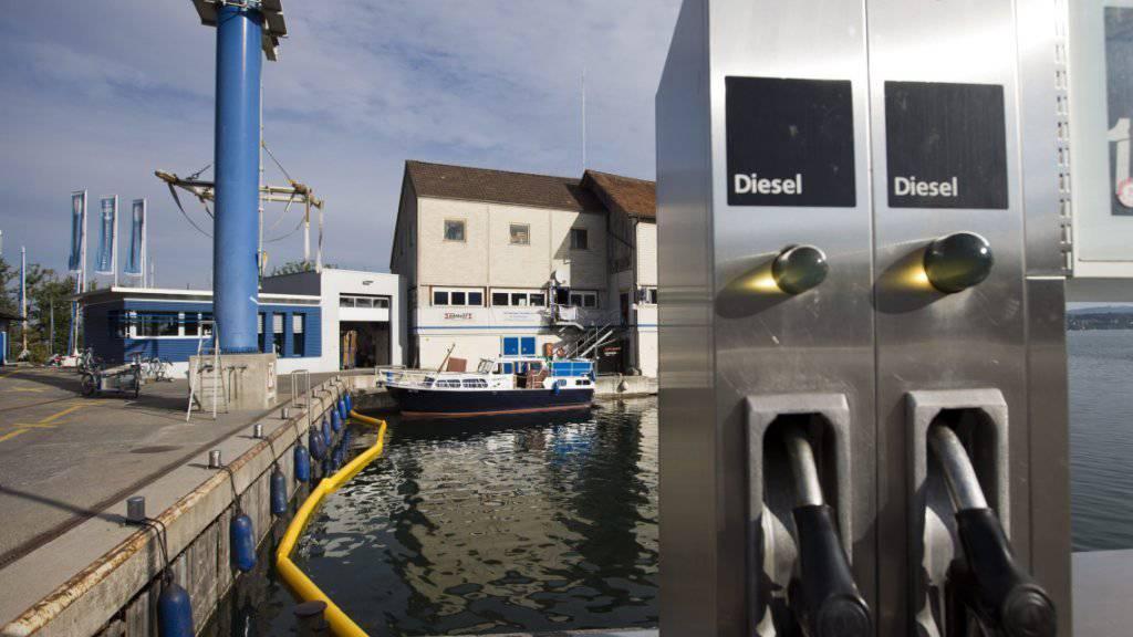 Explosion nach dem Tanken: Der Bootsbrand ereignete sich auf dem Zürichsee bei Bäch im Kanton Schwyz. (Archivbild)