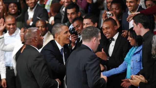 Barack Obama schüttelt Hände in Johannesburg