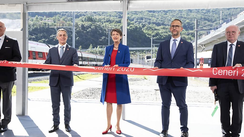 Mit den Worten «Viva il treno, viva il Ticino, viva la Svizzera», eröffnete Bundespräsidentin Simonetta Sommaruga den neuen Ceneria-Basistunnel.