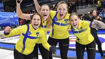 Anna Hasselborg (links) und ihre Mitspielerinnen Sara McManus, Agnes Knochenhauer and Sofia Mabergs nach dem Finalsieg in Helsingborg