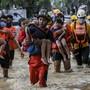 Der Taifun «Vamco» ist in der Nacht zum Donnerstag mit Windböen von mehr als 250 Stundenkilometern über die Philippinen gezogen. Jetzt beginnen die Aufräumarbeiten. Foto: Basilio Sepe/AP/dpa