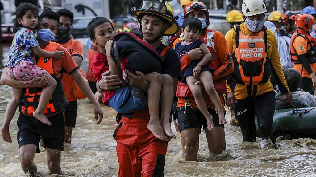 Taifun auf den Philippinen: 14 Tote und Millionen Menschen ohne Strom