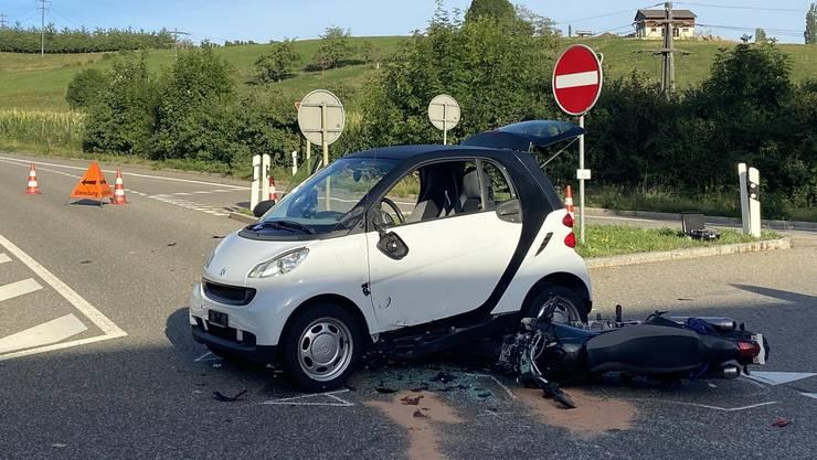 Diegten BL, 27. August: Bei einer Kollision zwischen einem Personenwagen und einem Motorrad verletzte sich der Motorradlenker schwer.