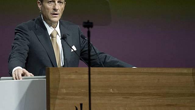 Daniel Vasella an der ausserordentlichen Generalversammlung in Basel