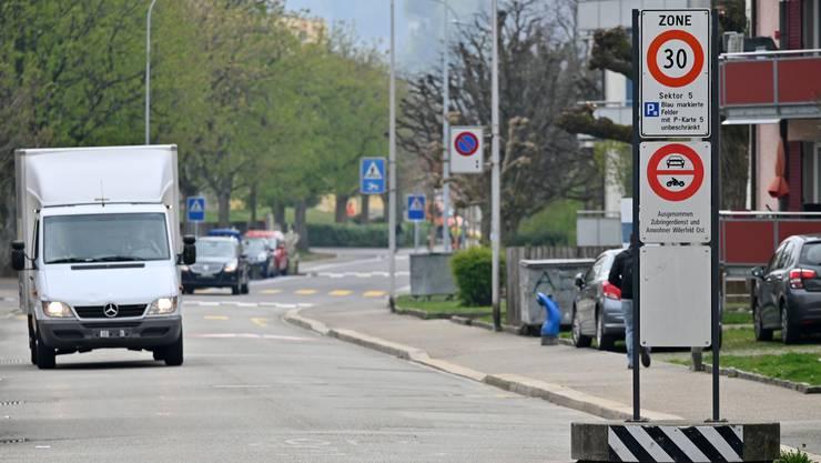 Dieser Teil der Feldstrasse soll in eine Begegnungszone mit Tempo 20 umgewandelt werden. (11. April 2019)