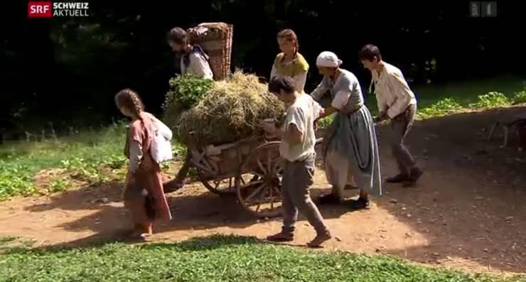 Dietschis kehren dem Bauernhof den Rücken. Im Karren transportieren sie den Zehnten, dem sie dem Vogt abgeben müssen.