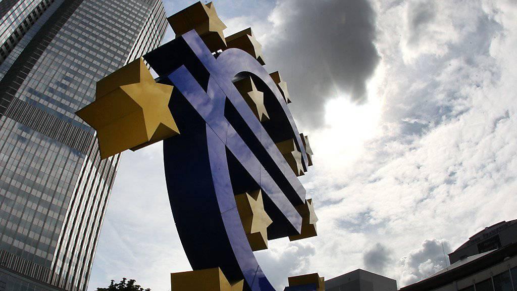 Die EZB wagt den Schritt in Richtung Kurswechsel. Die monatlichen Anleihenkäufe werden zwar verlängert, aber deutlich zurückgefahren. (Archiv)