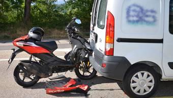 Bei einem Unfall in Pratteln wurde ein Rollerfahrer verletzt.