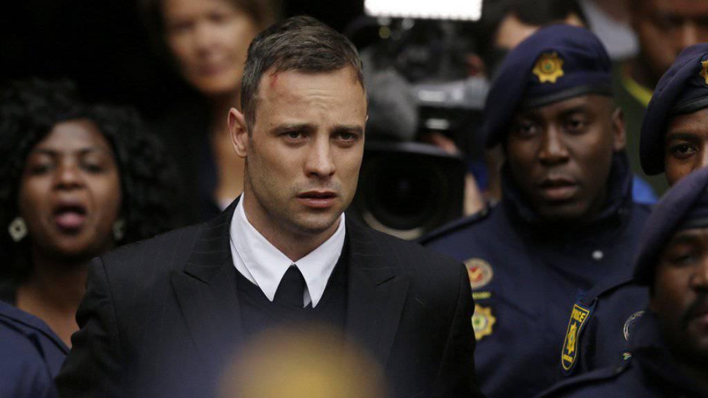 Oscar Pistorius war am Freitag bei der Berufungsverhandlung nicht anwesend. Hier beim Verlassen des Gerichts in Pretoria am 14. Juni 2016. (Archivbild)