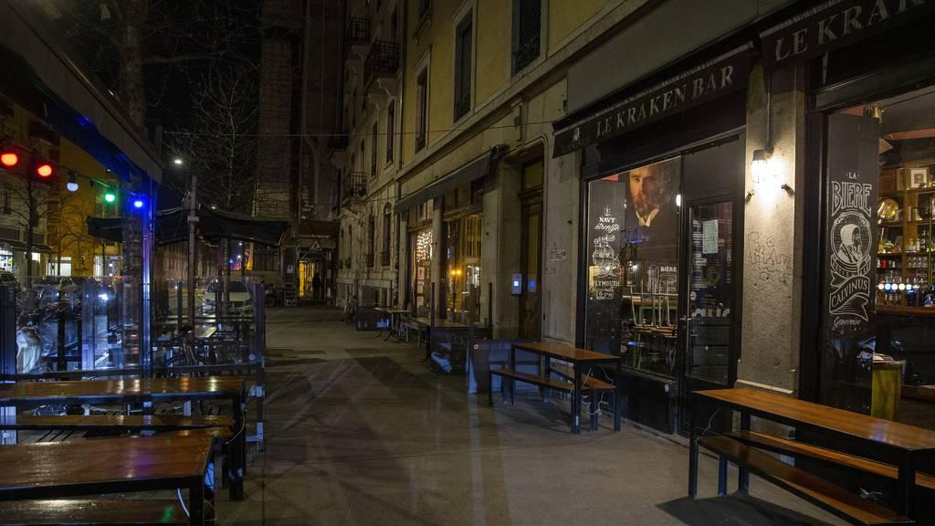 Bars und Cafés müssen im Kanton Genf ab Montag dicht machen.