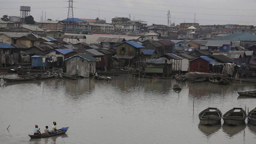 Lieferengpässe bei Benzin: Autos und Benzingeneratoren in den Häusern der nigerianischen Wirtschaftsmetropole Lagos standen dieses Weihnachten häufig still. (Archivbild)