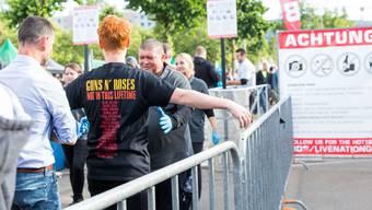 Sicherheitskontrollen vor dem Guns n' Roses-Konzert im Letzigrund