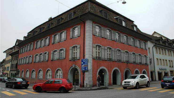 Das Zurzacher Bezirksgefängnis befand sich im obersten Stockwerk des 1965 erbauten Rathauses. (Hunziker)