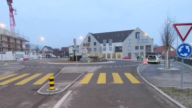 Auf einem Mountainbike fuhr der 18-Jährige von der Vorstadt her in den Kreisverkehr.