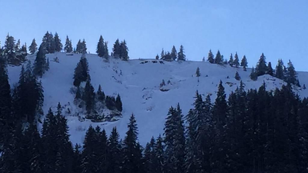 Drei Skifahrer von Lawine verschüttet