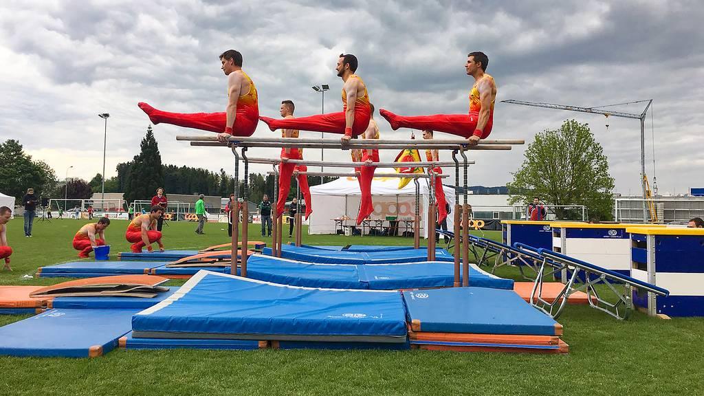 Am Miniturnfest in Benken gibt es Tombola, Festzelt und Super-10-Kampf.