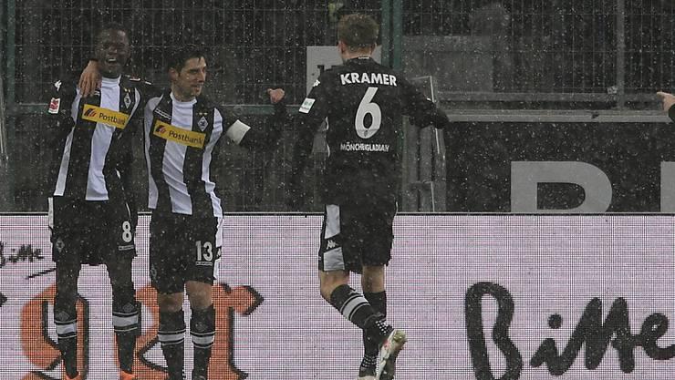 Jubel über sein zweites Bundesligator: Denis Zakaria (links)