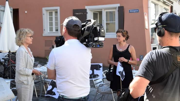 Monika Bingisser begrüsst die Gäste in der Brugger Altstadt.