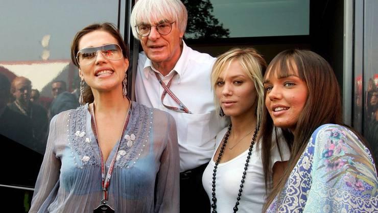 Die Familie: Ecclestone (oben) zusammen mit seiner Frau Slavica und den Töchtern Tamara und Petra.