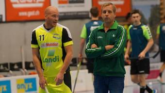 Grüblerisch: Wilers Trainer Johan Schönbeck (rechts).