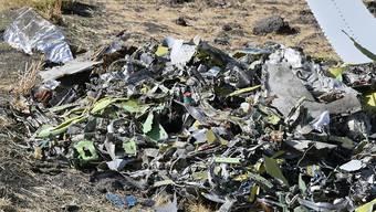 Nach dem Absturz einer Boeing 737 Max 8 der Ethiopian Airlines haben nach zahlreichen anderen Ländern nun auch die USA ein Flugverbot für den betroffenen Flugzeugtyp erlassen. Beim Absturz vom vergangenen Sonntag waren 149 Passagiere und acht Besatzungsmitglieder ums Leben gekommen.  EPA/STR