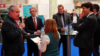 Boris Banga (SP, amtierender Stadtpräsident), Daniel Flury, Philipp Ubeländer (beide parteilos) und François Scheidegger (FDP; v.l.) stellten sich den Fragen von Canal-3-Moderatorin Monika Mrazek