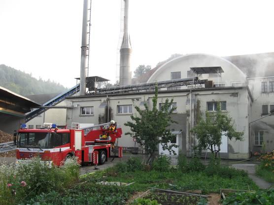 Es standen etwa 60 Feuerwehrleute im Einsatz.